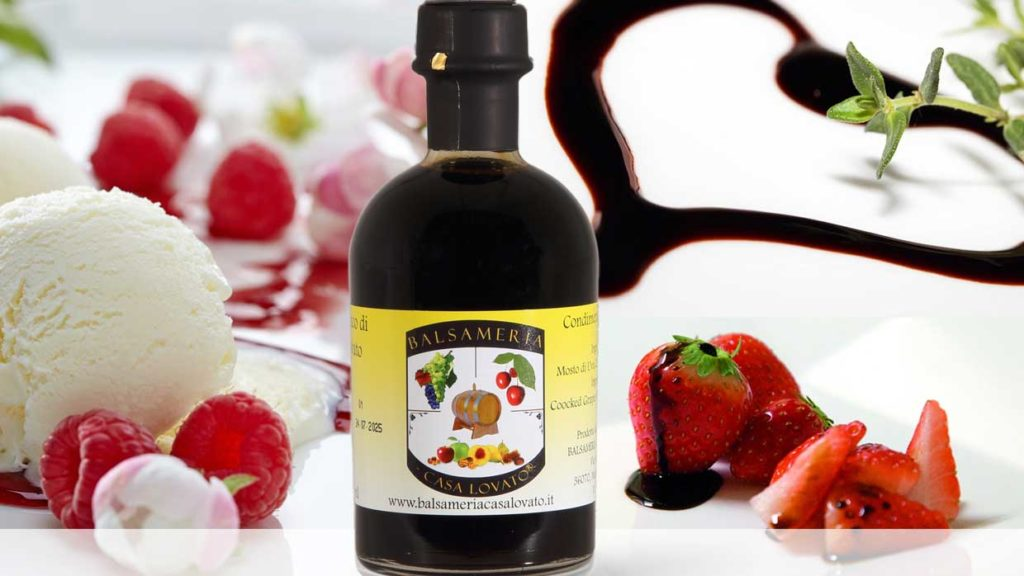 balsamic vinegar with ice cream, strawberry and cream, strawberry and balsamic, zero mileage food, tasty, delicious
